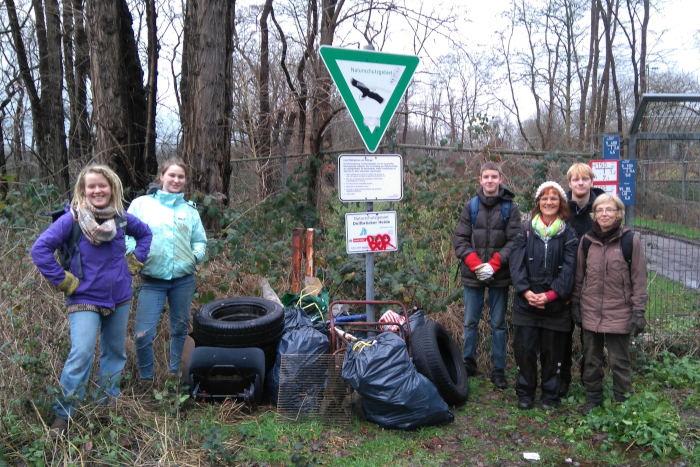 Müllsammlung am Heideteich der Dellbrücker Heide