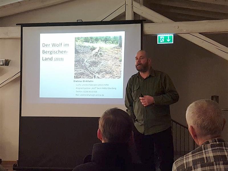 Wolfsberater Dietmar Birkhahn bei einem Vortrag am Turmhof in Rösrath, 12.02.2020