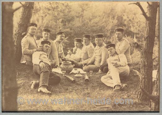 preußische Soldaten 1888 bei einer Maibowle in der Wahner Heide
