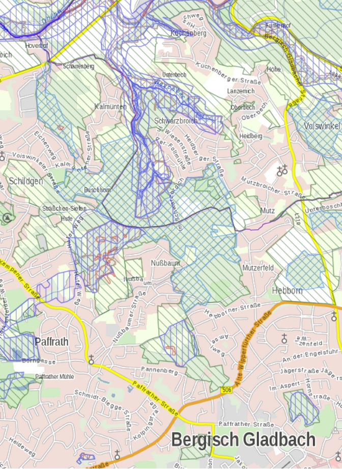 Gladbacher Hauptterrasse mit den Schutzgebieten: LSG (grün), NSG (marineblau), Biotopverbund (blau), geschützte Biotoptypen (rot)